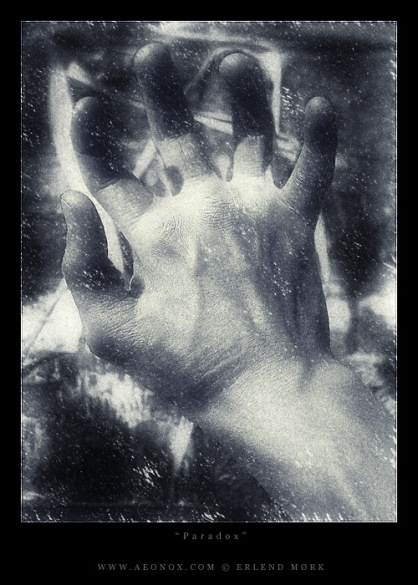 Paradox Hand